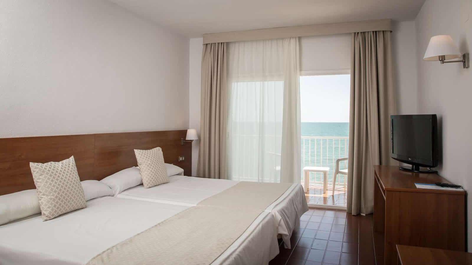 Habitación King Size del Hotel Carlos Tercero en Alcanar - San Carlos de la Rápita - Delta del Ebro