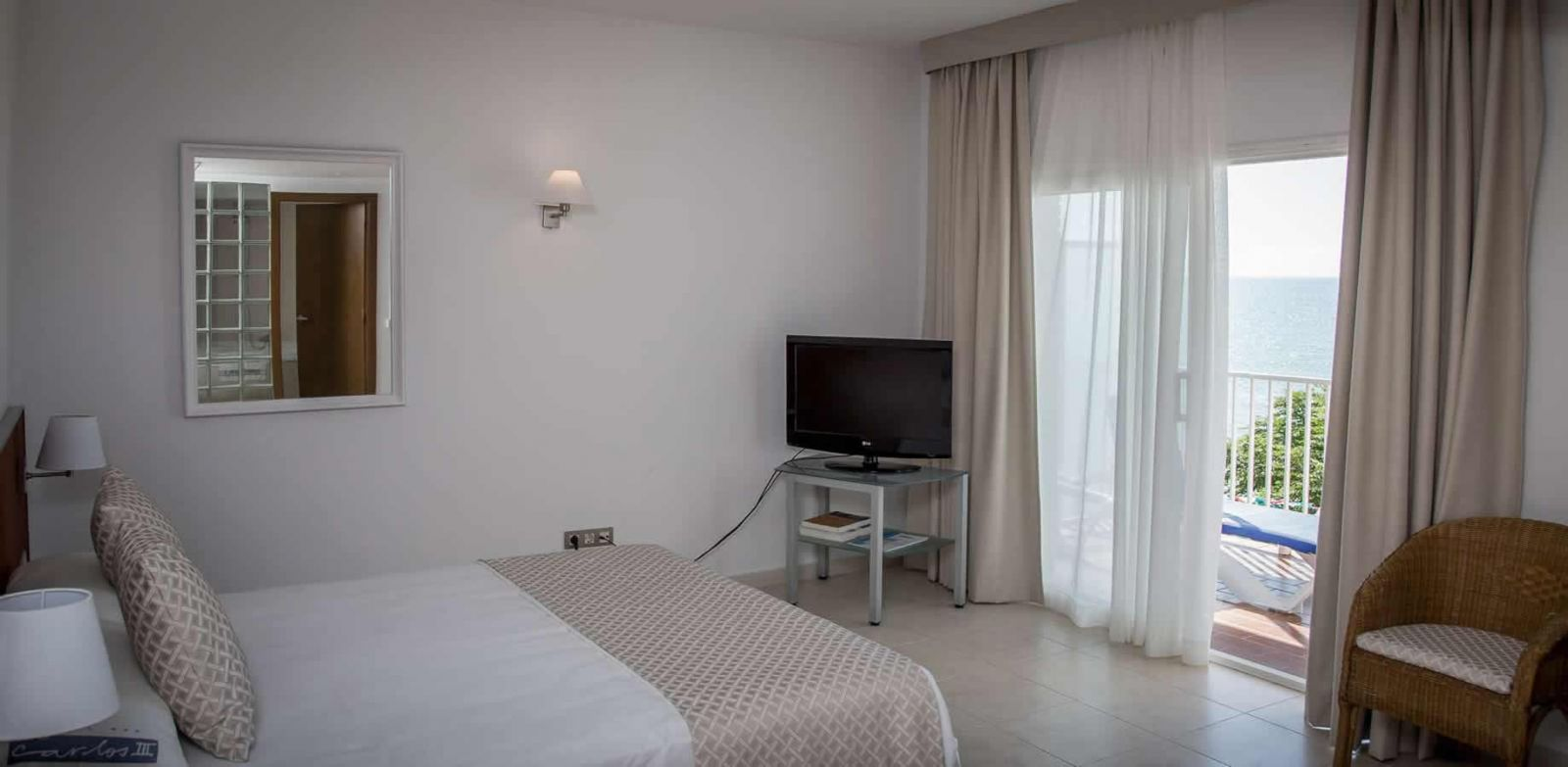 Montsia Suite Room at the Carlos III Hotel in Alcanar - San Carlos de la Rapita - the Ebro Delta